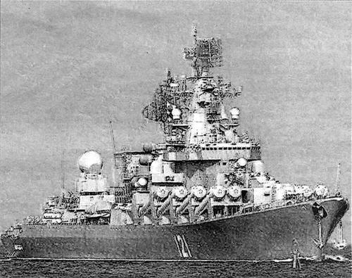 """Le croiseur lance-missiles russe """"Moskva"""" a été dépêché sur zone"""