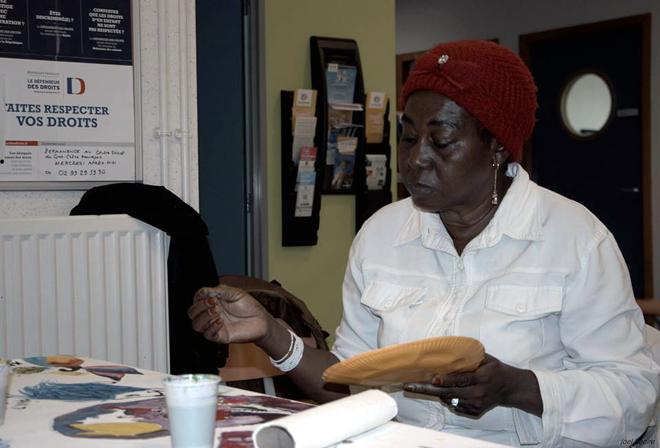 Atelier les arts de la paix au centre social de Maurepas