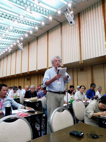 Roland Nivet parle à Hiroshima