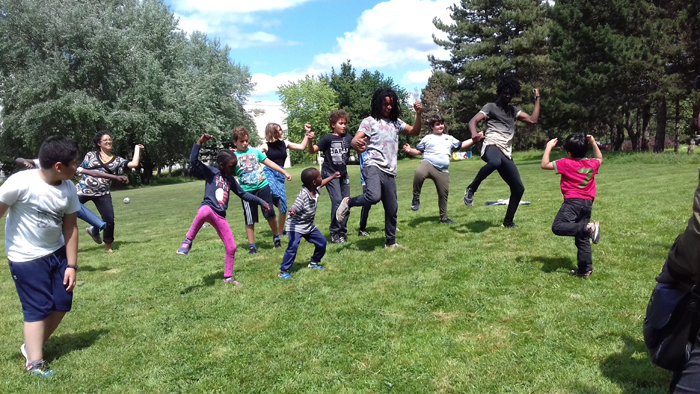 Sn9per Cr3w presentent leur passion aux enfants