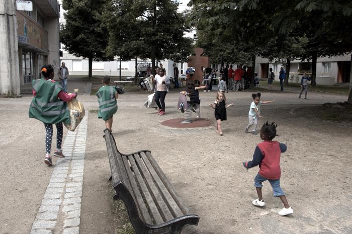 l'atelier jeunesse récolte des déchets à Rennes