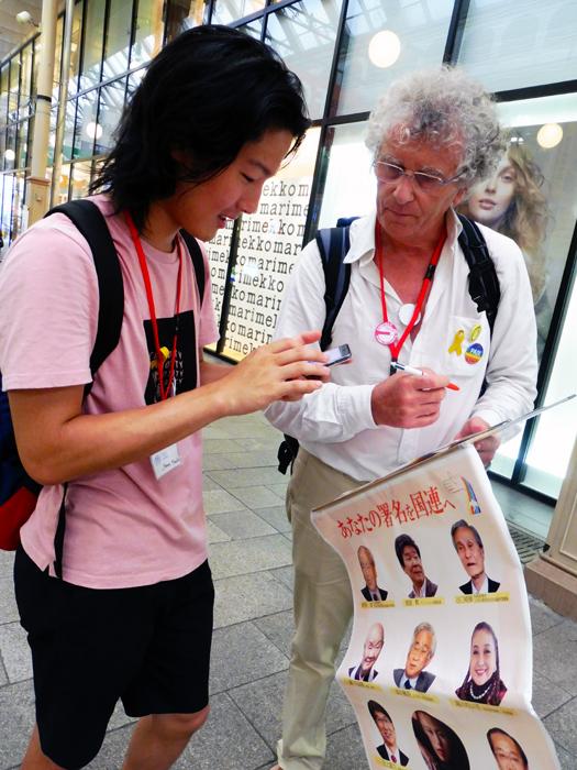 consultation avec un jeune japonais à Nagasaki
