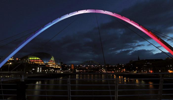 Les monuments du monde entier s'illuminent en hommage à Nice - A Newcastle