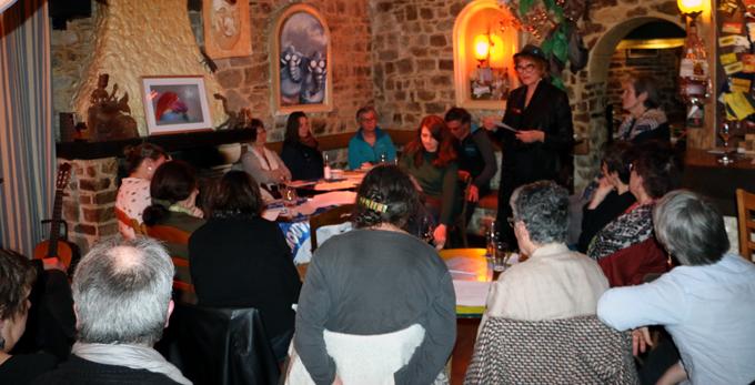 la conteuse Lania à l'Accueil Breton à Guichen
