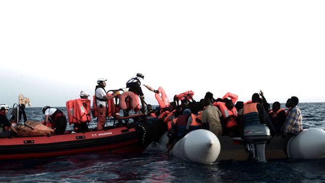 des migrants secourus par les équipes de l'ONG SOS Méditerannée