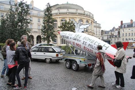 Rennes. Un missile place de la mairie