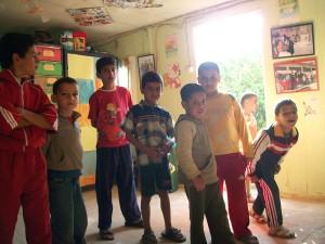 Jeunes dans les locaux de l'asso AFAK