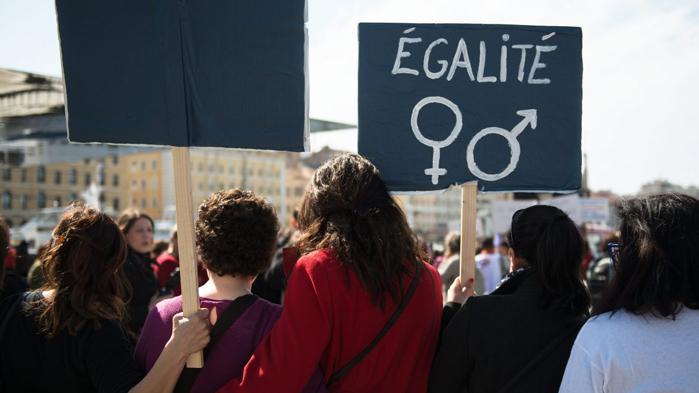 les femmes luttent pour leurs droits