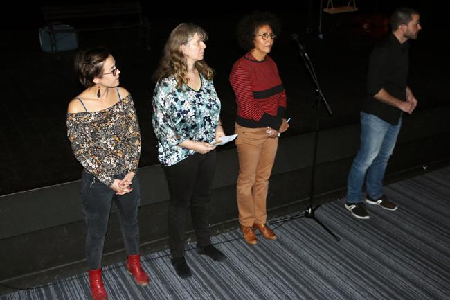 Véronique pour le Mouvement de la Paix, Hélène pour Ty Pestac, Fatima pour Déclic Femmes et David pour la Compagnie l'Insoumise présentent la soirée